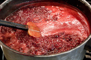 bbringing chokecherry syrup to a rolling boil